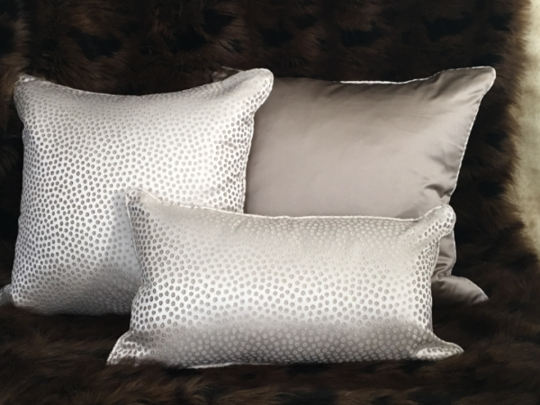 eleonore-cream-cushion